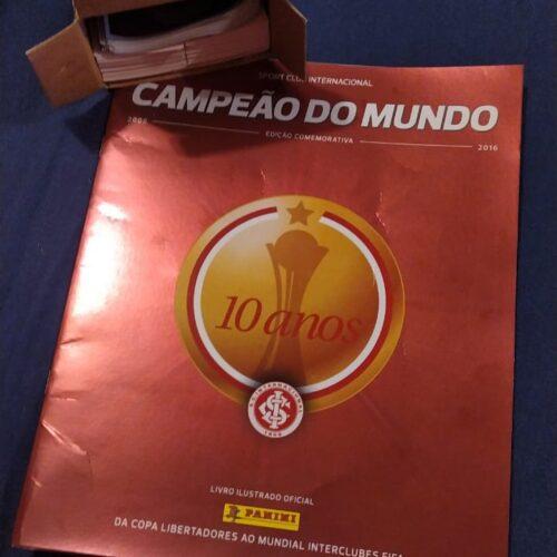 Álbum de figurinhas Internacional campeão do mundo 10 anos