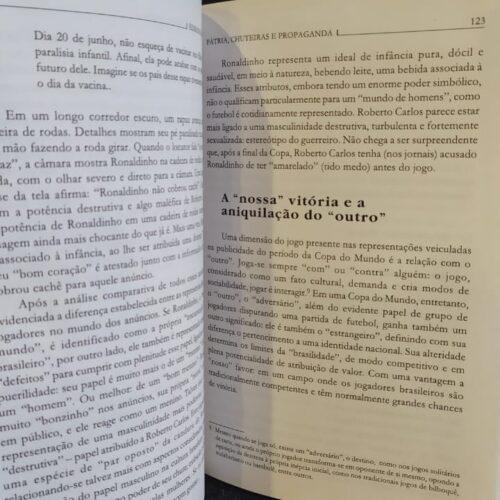 Livro Pátria, chuteiras e propaganda