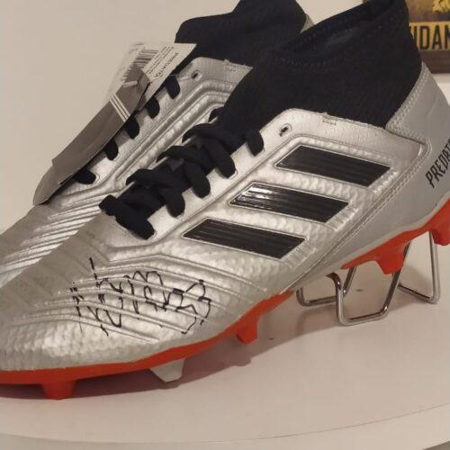 Chuteiras Adidas Predator Nonato Internacional autografada