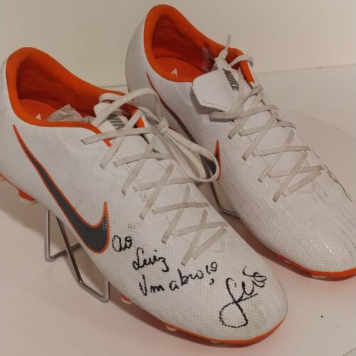 Chuteiras Nike Mercurial Leo Aro Internacional autografada
